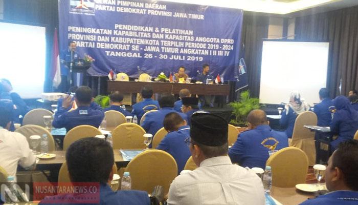 Demokrat Jatim Beri Pendidikan Anggota Legislatif Terpilih (Foto Tri Wahyudi NUSANTARANEWS.CO).