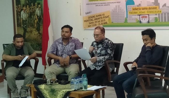 Ketua Harian Kesatuan Nelayan Tradisional Indonesia (KNTI) Martin Hadiwinata Sebut Reklamasi Teluk Jakarta Tak Memberi Keuntungan. (FOTO: NUSANTARANEWS.CO/Romadhon)