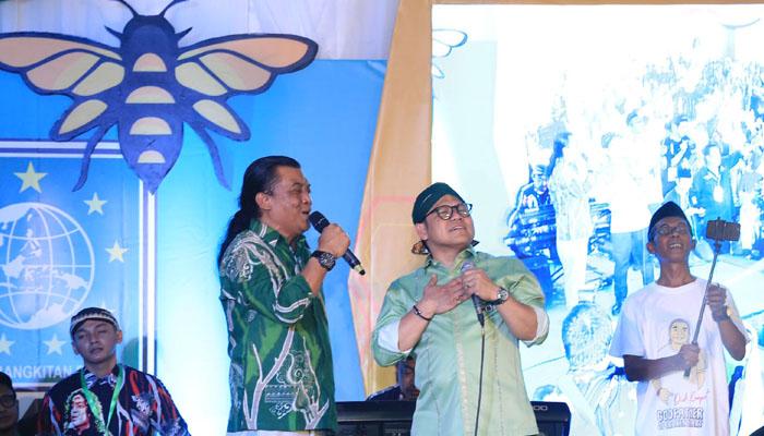 Ketum PKB Muhaimin Iskandar atau Cak Imin Tampak Menghayati Lagu yang Ditembangkan Didi Kempot di HUT PK Ke-21. (Foto Dok. @cakimiNOW)