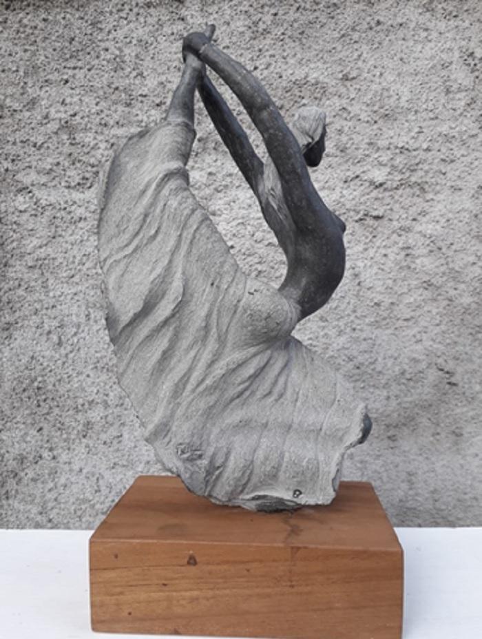 Patung dari batu andesit karya Nugroho, Dancing. (FOTO: Istimewa)
