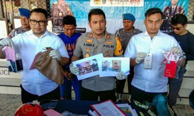 Pelaku Curas Di Surabaya Ditangkap Polres Tanjung Perak Surabaya, polisi menunjukkan barang buktinya. (FOTO: NUSANTARANEWS.CO/Setya)