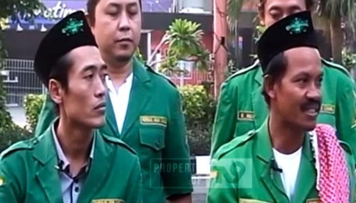 Penuhi Nazarnya Miftahur Rohman (kanan) Ngontel dari Bojonegoro ke Jakarta. (Foto Croup TV9)