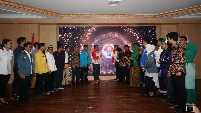 Menteri Pemuda dan Olahraga Imam Nahrawi bersama para Ketua-Ketua OKP dalam acara jawab launching program Pemuda Sahabat Anak guna memeriahkan Hari Anak Nasional di wisma Kemenpora RI, Minggu (21/07/2019). (FOTO: Istimewa)