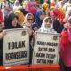 Ratusan Emak-emak Demo di Depan Rumah Prabowo Tolak Rekonsiliasi. (Foto Dok. Istimewa)