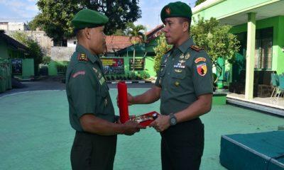 Mayor Chb Jari Sumarto, salah satu perwira terbaik melepaskan jabatan Danramil Simokerto lantaran memasuki masa purna pensiun atau MPP. (Foto: Istimewa)