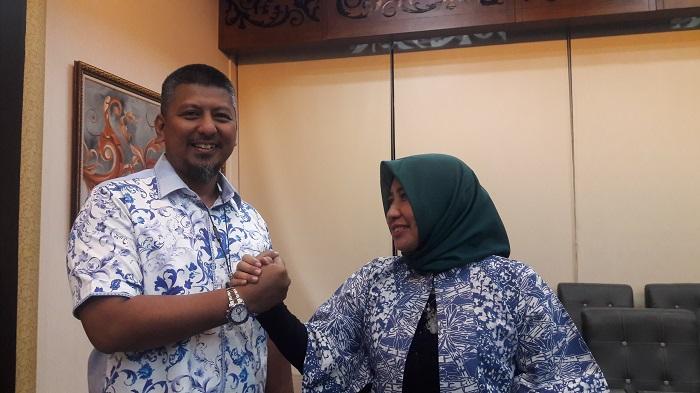 Sekretaris DPD Demokrat Jatim Renville Antonio bersama ketua Perempuan Bangsa (sayap PKB) Jatim Anik Maslachah. (FOTO: NUSANTARANEWS.CO/Setya)
