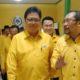 Sekretaris DPD Partai Golkar Jawa Timur, Sahat Tua Simanjuntak mendampingi Airlangga Hartarto. (FOTO: NUSANTARANEWS.CO/Setya)