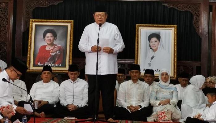 Susilo Bambang Yudhoyono memberikan sambutan pada 40 Hari Wafatnya Ani Yudhoyono. FOTO: Detik()