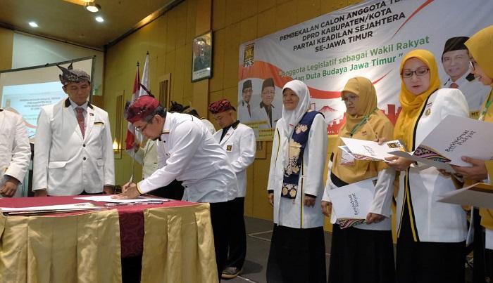 108 Anleg FPKS DPRD Se Jatim Tandatangani Pakta Integritas. (FOTO: NUSANTARANEWS.CO/Setya)