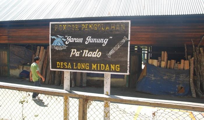 Desa Penghasil Garam Gunung di Krayan Kini Nikmati Listrik 24 Jam. (FOTO: NUSANTARANEWS.CO/Eddy Santry)