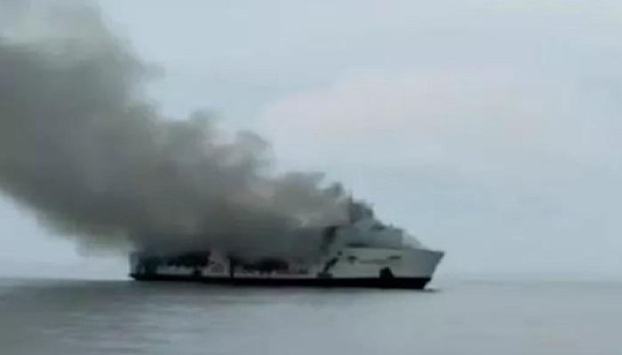 kapal santika nusantara, terbakar, perairan sumenep, nelayan, gotong royong, evakuasi korban, nusantaranews