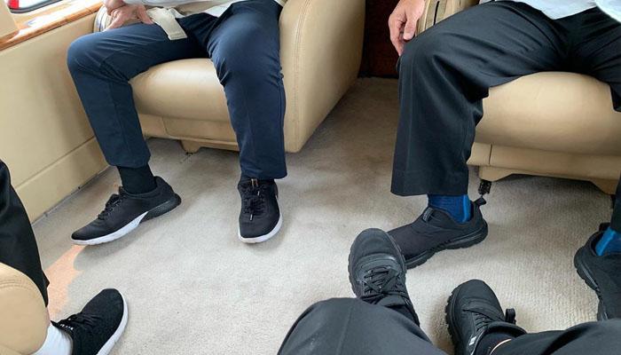 Foto Slide Pertama, Pramono Anung bersama Jokowi Pamer Sepatu yang Masih Bersih di Atas Kabin Heli Kepresidenan. (Foto IG Pramnono Anung)