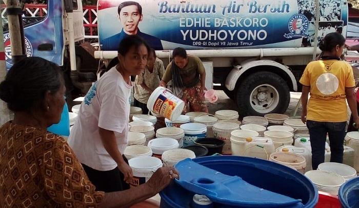 Ibas Kirim Air Bersih Ke Beberapa Wilayah Pacitan. (FOTO: NUSANTARANEWS.CO/Muh NURCHOLIS)