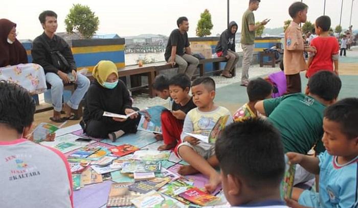 Komunitas Lapak Buku di Nunukan. (FOTO: NUSANTARANEWS.CO/Eddy Santry)
