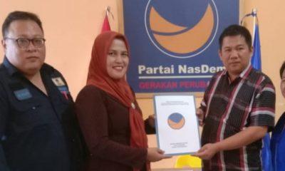 Laura Hafid Dan Basri Mengambil Formulir Calon Bupati Nunukan di Partai NasDem. (FOTO: NUSANTARANEWS.CO/Eddy Santry)