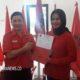Laura Hafid Jadi Orang Pertama Ambil Formulir Cabup Nunukan di Kantor PDIP. (Foto: NUSANTARANEWS.CO/Eddy Santri)