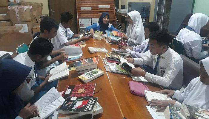 Meningkatkan indeks literasi melalui program Global English Opportunity atau GEO. (Foto: Istimewa)