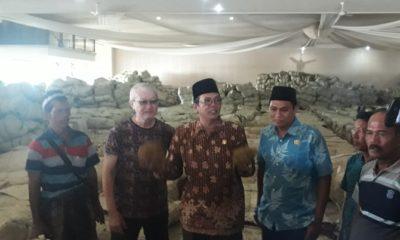 Petani Tembakau Curhat Saat Ketua DPRD Sumenep Sidak Gudang Pembelian. (FOTO: NUSANTARANEWS.CO/Mahdi)