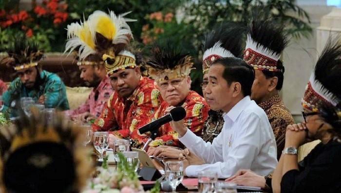 Presiden Jokowi bersama para Tokoh Papua dan Papua Barat di Istana Negara Jakarta. (FOTO: Dok. cakrawalanews)