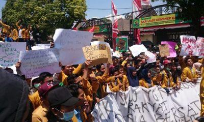 Ribuan mahasiswa sumenep turun jalan, Kamis (26/9/2019). (Foto: Danial Kafi/NUSANTARANEWS.CO)