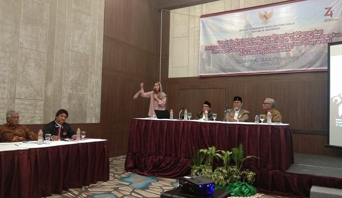 """BPIP jalin kerjasama dengan ISRI adakan seminar bertajuk """"Gali Mutiara Pancasila dan Tumbuh Kembangkan Semangat Gotong Royong Bersama Organisasi Masyarakat di Kawasan Jabotabek"""" di Hotel Acacia, Jakarta (31/8/2019). (FOTO: NUSANTARANEWS.CO)"""