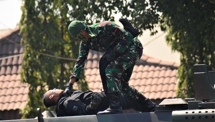 parade defile, drama kolosal, hut tni, makodam V brawijaya, nusantaranews