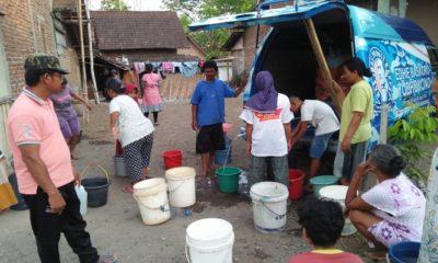 Relawan Ibas Ngawi kirim air bersih gunakan Odong-odong. (Foto: Muh Nurcholis/NUSANTARANEWS.CO)