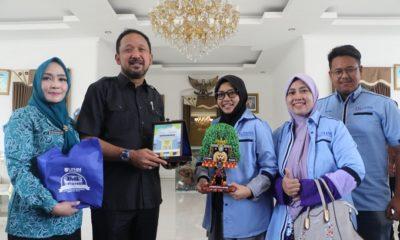 Bupati Ponorogo Saat Menerima Kunjujungan Mahasiswa Dari Malaysia. (Foto Nurcholis/NUSANTARANEWS.CO)