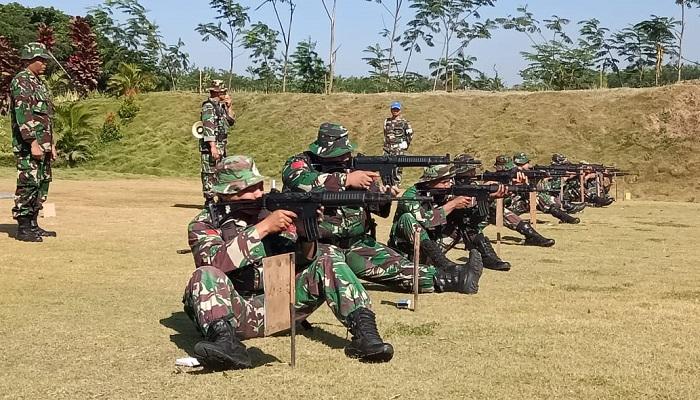 Prajurit Menarmed 1/PY/2-Kostrad gelar latihan menembak senjata ringan. (Foto: Istimewa)