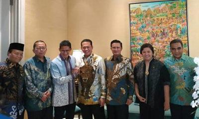 Ketua MPR Bambang Soesatyo Bersama Rombongan Kirim Surat Undangan Untuk Pelantikan Presiden dan Wakil Presiden ke Kediaman Sandiaga Uno. (Foto Linetoday)