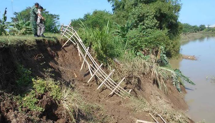 Tebing Bengawan Solo Longsor Warga Diminta Berhati-Hati (Foto Merdeka).