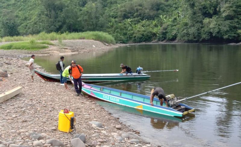 Tim dari Dishub Nunukan saat mengunjungi Lumbis Ogong
