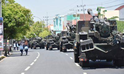 Caesar Kirab Keliling Ngawi, Armed 12/Divif 2 Kostrad Gelar Pemanasan 18 Pucuk Meriam