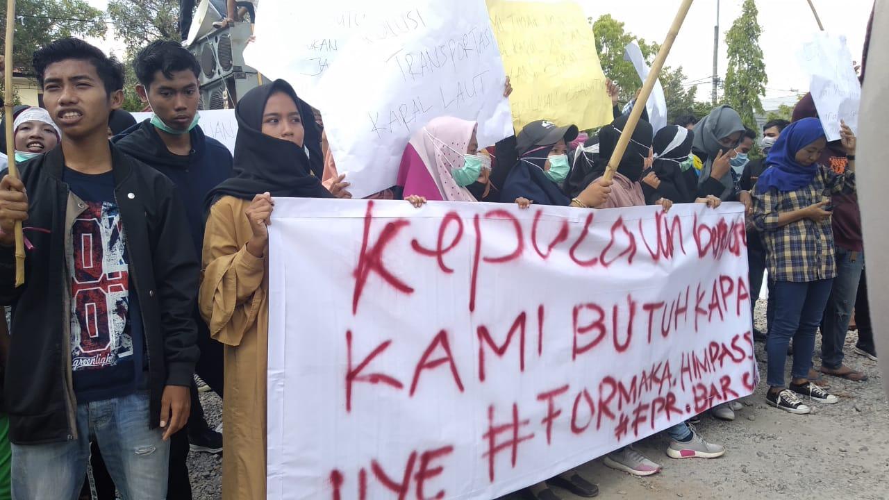 Massa aksi saat Aliansi Mahasiswa Kepulauan Sumenep
