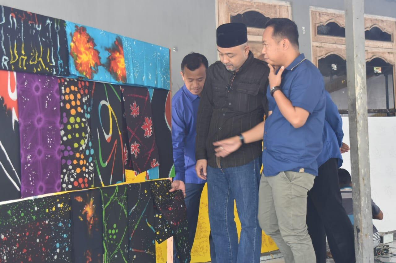 Legislator Partai Nasdem yang juga anggota Komisi B DPRD Jawa Timur, Mirza Ananta mengapresiasi pengembangan usaha kecil menengah Batik Ciprat Karangpatihan.
