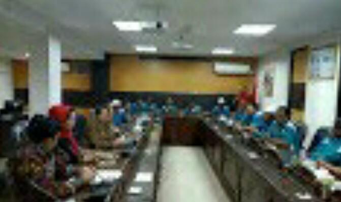 BBM Solar Langka, Sopir Truk Trailer Wadul ke DPRD Jatim