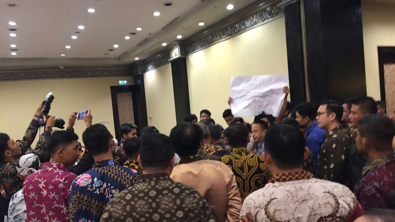 Agenda silaturahmi Pemerintah Kabupaten Muba dengan Forum Silaturahmi Masyarakat Muba Yogyakarta (Fosmabayo) di Hotel Sheraton Yogyakarta, Minggu (17/11) malam diwarnai kericuhan.