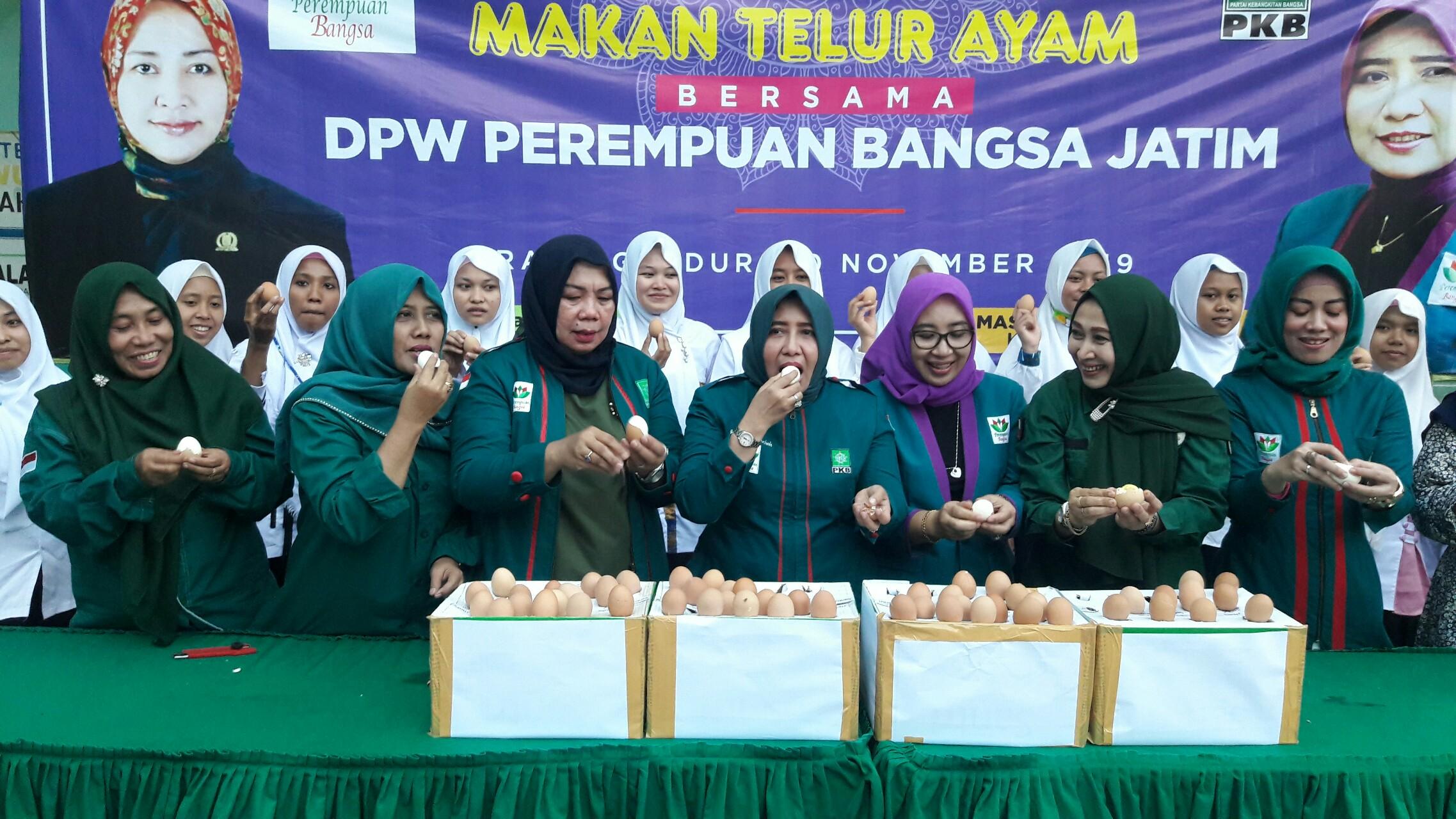 Tepis Isu Telur Jatim Mengandung Dioxin, Perempuan Bangsa Jatim Gelar Makan Telur Bersama