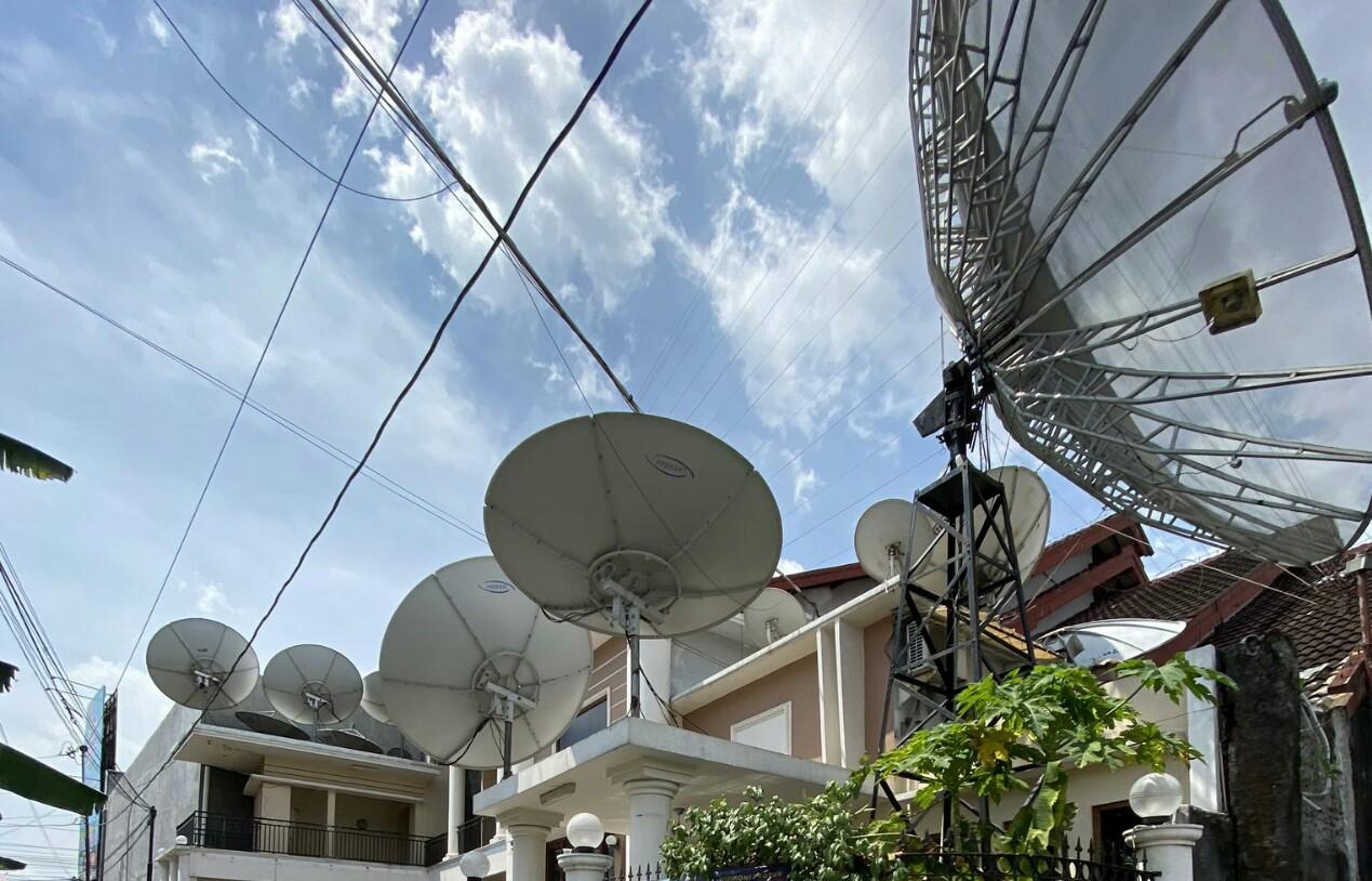 Ketika Roy Suryo Jawab Pertanyaan Netizen Soal Fungsi Parabola di Atap Rumah
