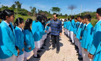 Anggota MPR RI Marthin Billa disambut siswa - siswi SMTKA Sajau, Bulungan, Kalimantan Utara