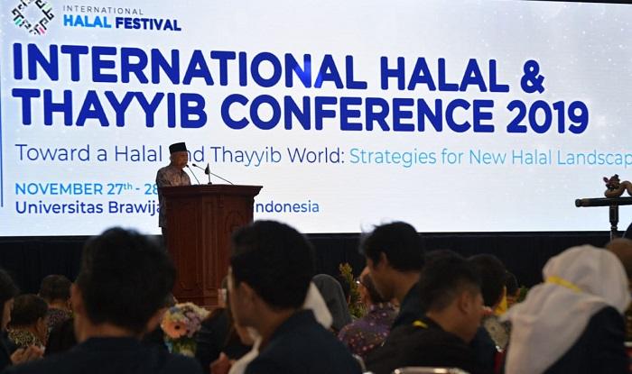 Wakil Presiden (Wapres) K.H. Ma'ruf Amin saat memberikan keynote speech pada acara International Halal & Thayyib Conference 2019 di Universitas Brawijaya Malang, Rabu (27112019). (FOTO: NUSANTARANEWS.CO/Prasetyo)