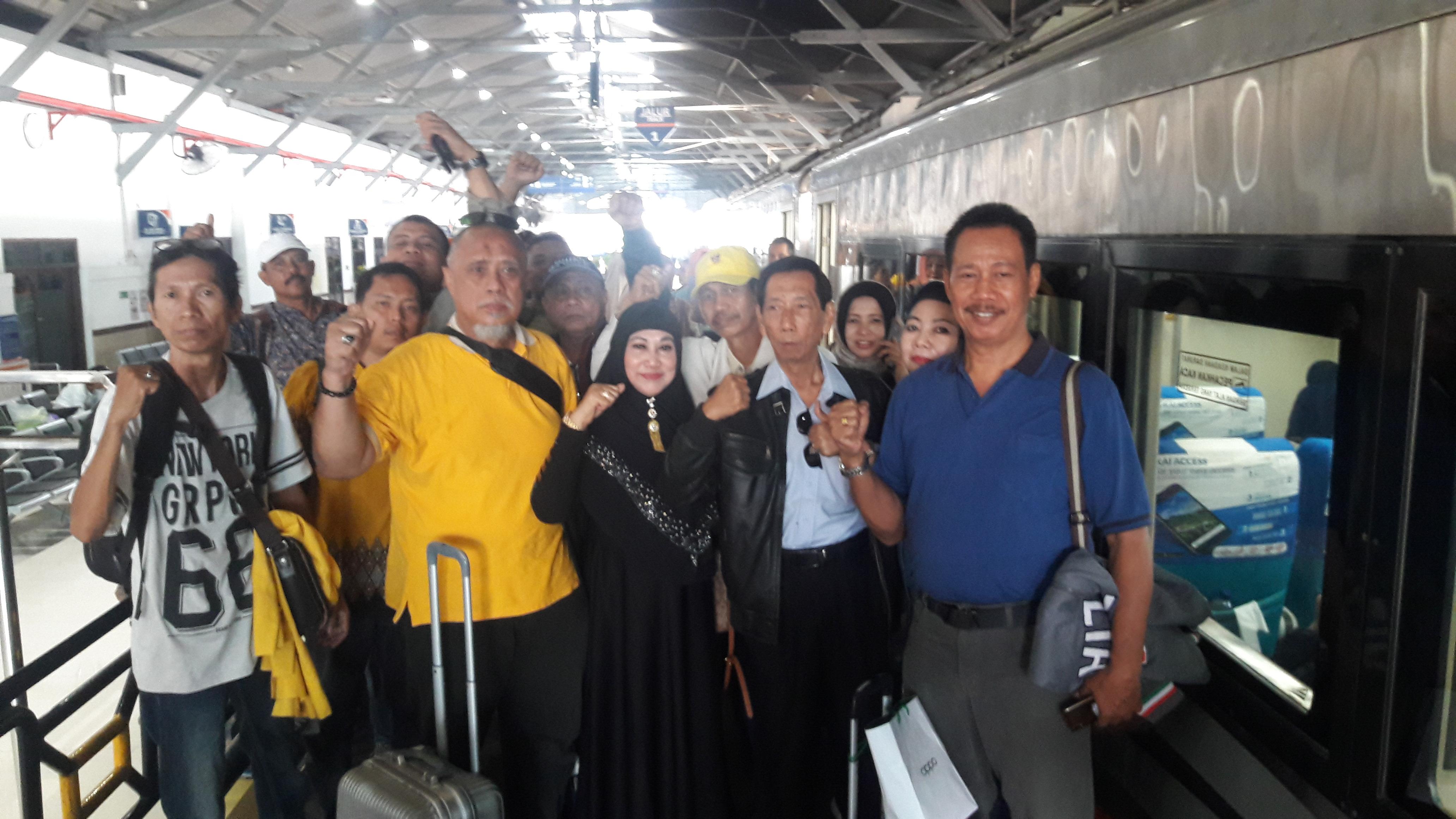 Solid Dukung Airlangga Hartarto, Puluhan Pengurus dan Kader Golkar Jatim Berangkat ke Jakarta