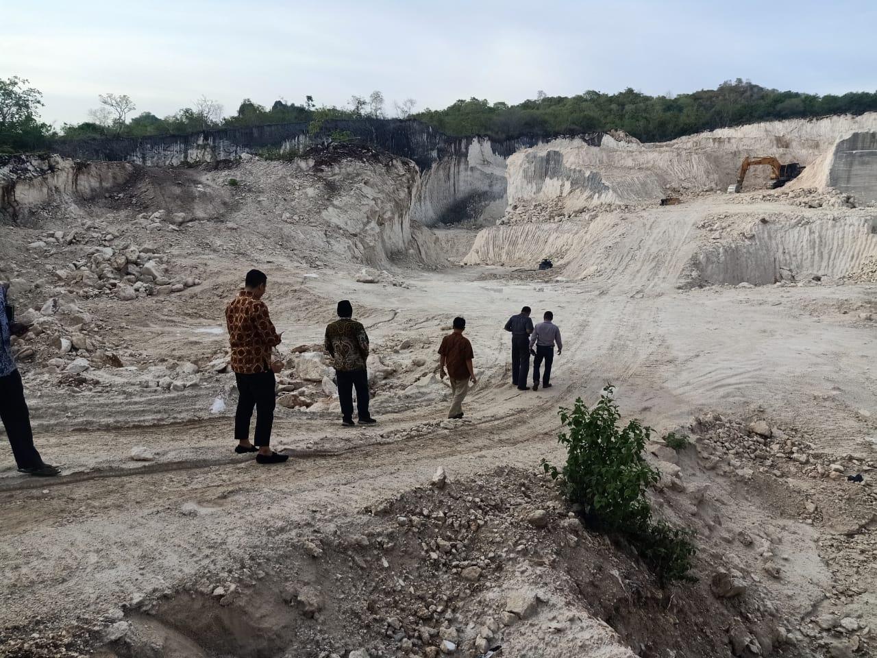 Sidak DPRD Sumenep dan Satpol PP di lokasi galian C di Desa Ellah Daya