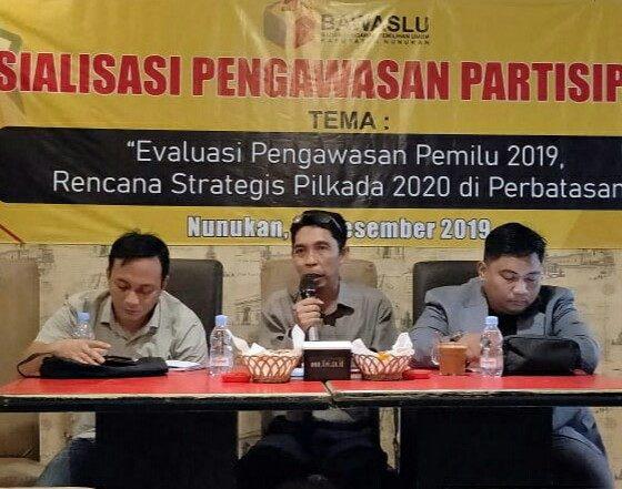 Ketua KPUD Nunukan, Rahman (tengah) mengungkapkan bahwa pendaftaran Calon Bupati Nunukan darj jalur perorangan akan dimulai pada 9-12 Februari 2020. (Foto: Eddy S/NUSANTARANEWS.CO)