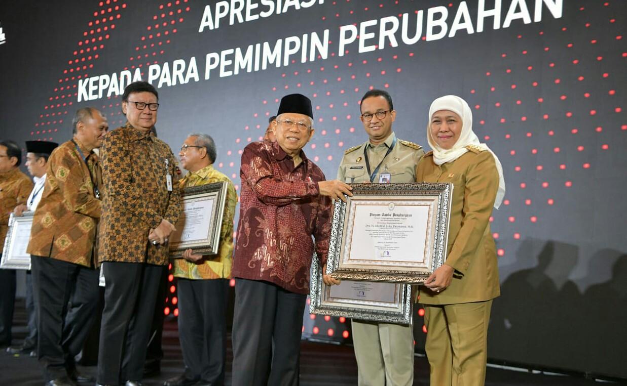 Gubernur Jawa Timur Khofifah Indar Parawansa meraih penghargaan sebagai Pemimpin Perubahan dari Kementerian Pendayagunaan Aparatur Negara dan Reformasi Publik (KemenPAN RB).