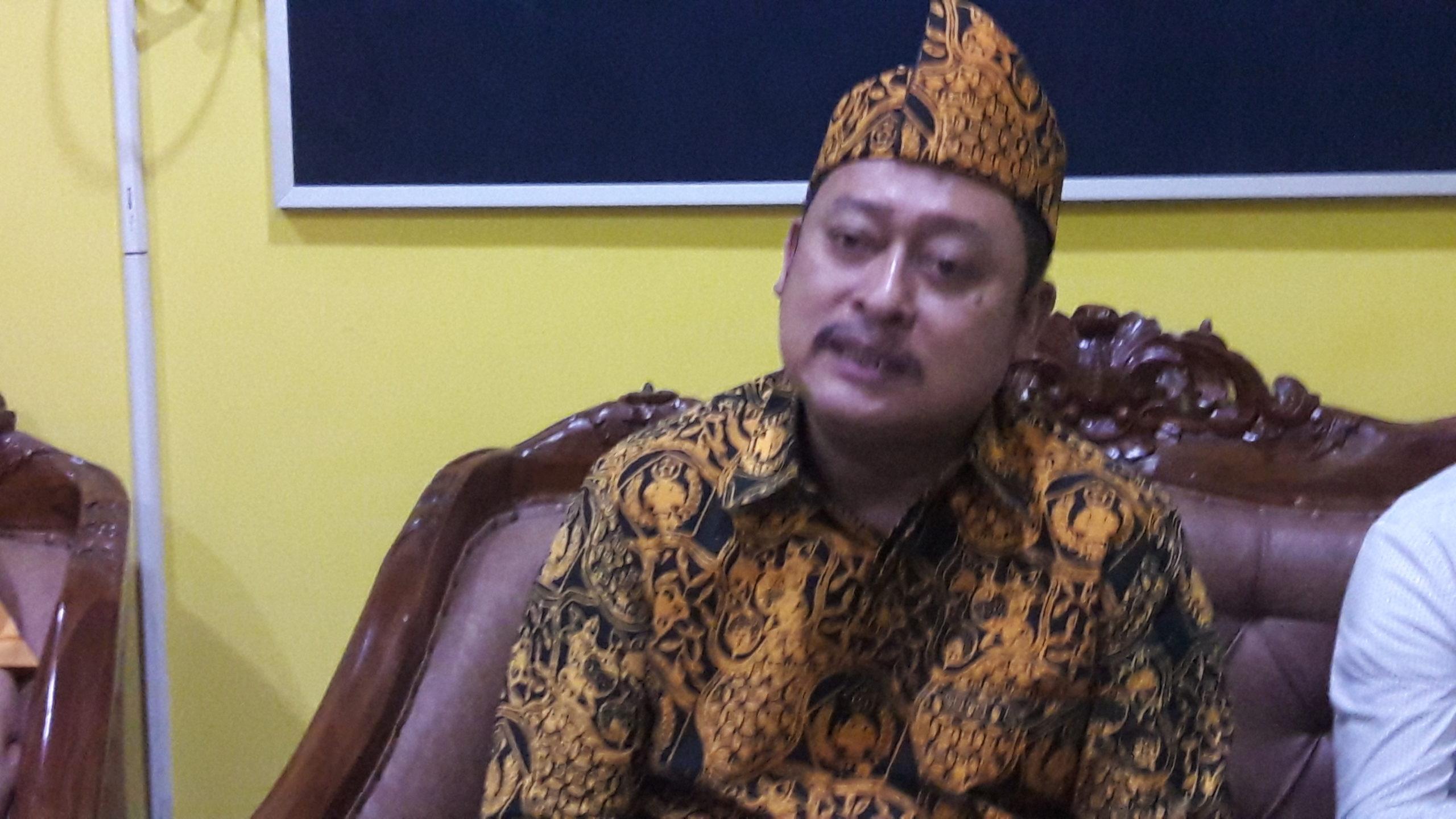Ketua MKGR Jatim Kodrat Sunyoto saat ditemui di sela-sela kegiatan peringatan HUT Ormas MKGR ke-60 di kantor DPD Partai Golkar Jatim, Jumat (3/1/2020). (Foto: Setya W/NUSANTARANEWS.CO)