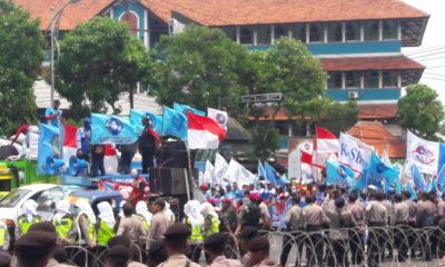 Buruh Jatim Protes Omnibus Law Cipta Lapangan Kerja dan Kenaikan Iuran BPJS