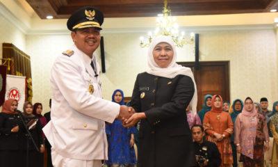 Gubernur Jawa Timur lantik Bupati Kab. Mojokerto di Grahadi (3) (1).JPG