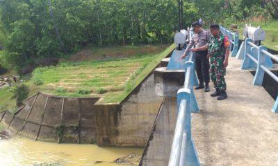 Jajaran Polsek Prenduan saat turba ke masyarakat di Desa Sentol Laok dan Larangan Perreng