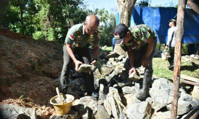 Kasdim Nunukan Mayor Inf Bringallo saat meletakan batu pertama pembangunan Rumah Dinas swadaya di Asrama Makodim 0911/Nunukan, Kamis (23/1/2020)